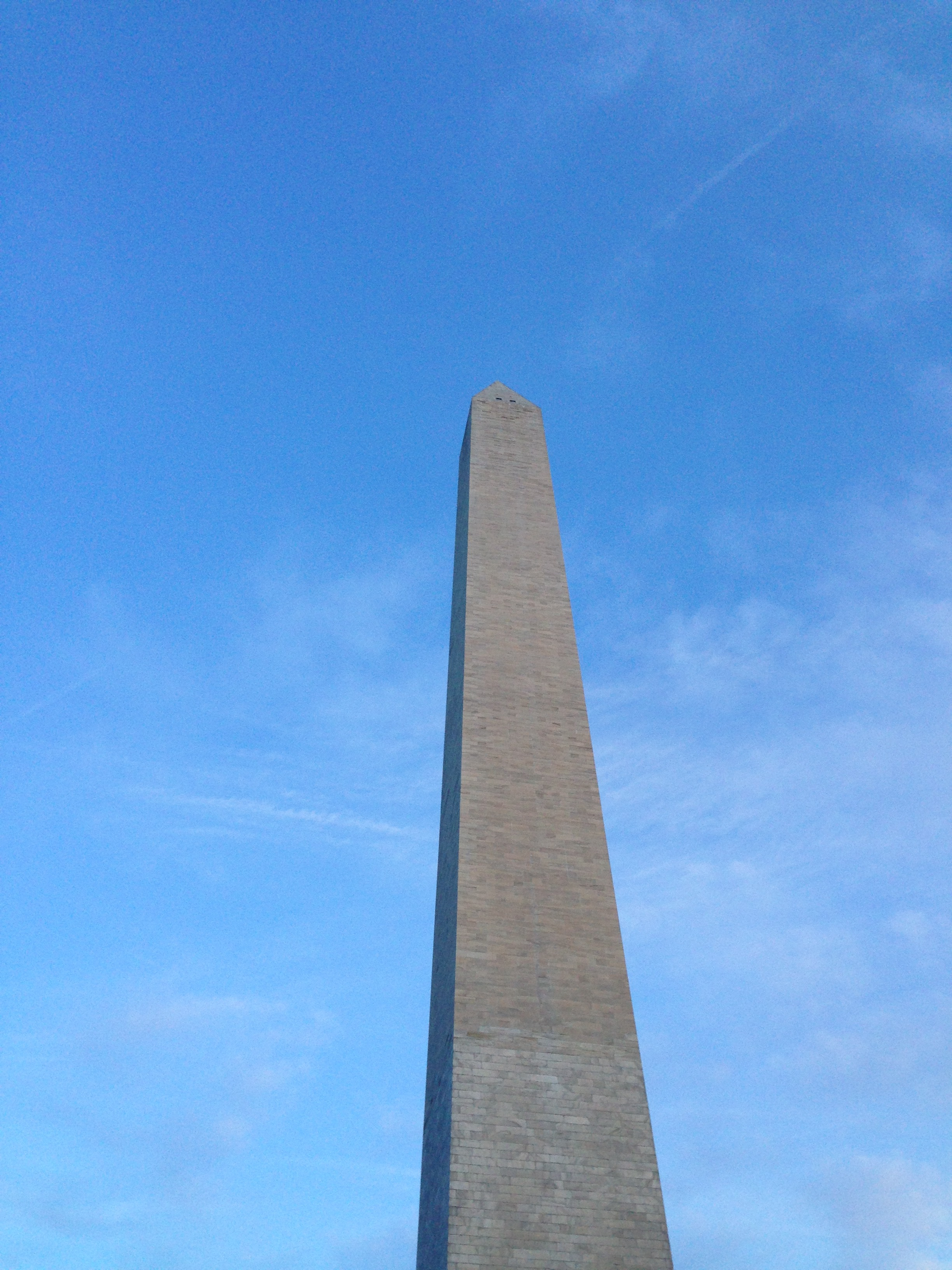 Picture of the Washington monument in December